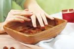 Trời lạnh, chân tay em bị khô ráp làm thế nào để cải thiện?