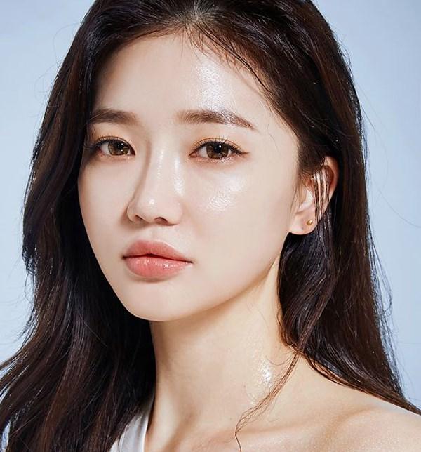 5-xu-huong-trang-diem-hot-dau-nam-2018-chi-em-dung-bo-lo-nhe-2