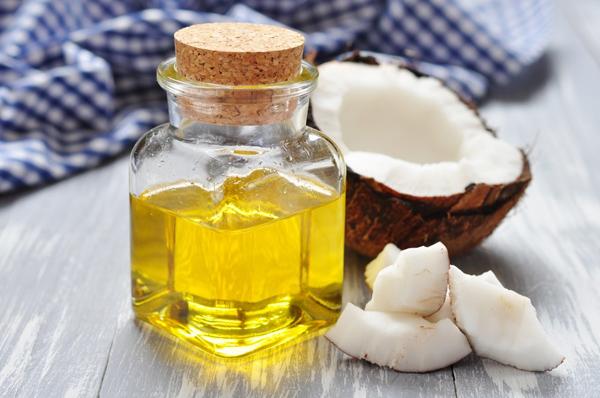 Dưỡng da bằng các sản phẩm chiết xuất dầu tự nhiên