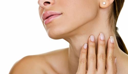 Chăm sóc da vùng cổ và tay