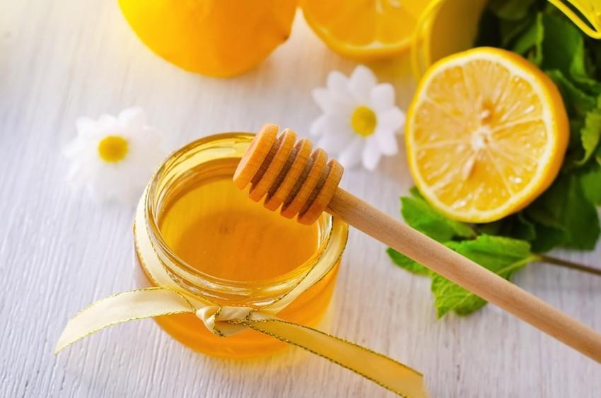 trị nám hiệu quả từ mật ong và nước cốt chanh