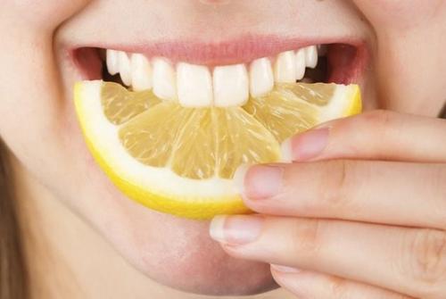 Cách làm trắng răng với quả chanh