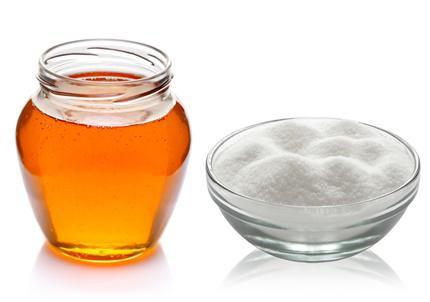 Đừng quên tẩy da chết và lấy lại sắc hồng cho môi từ đường và ong