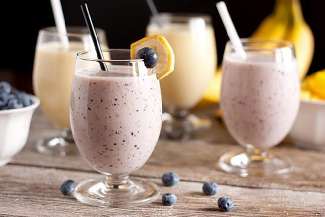 Uống đồ uống giàu protein và ăn một số loại thực phẩm ít béo