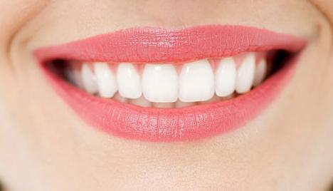 Học 9 mẹo làm trắng răng và thơm miệng dễ như ăn kẹo