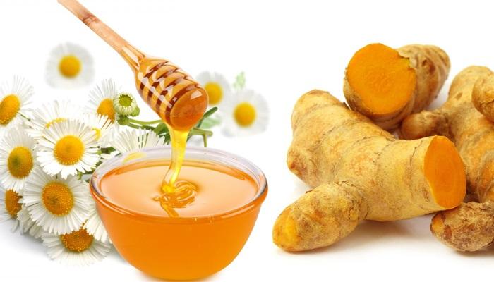 mật ong và nghệ kết hợp với nha đam điều trị mụn hiệu quả