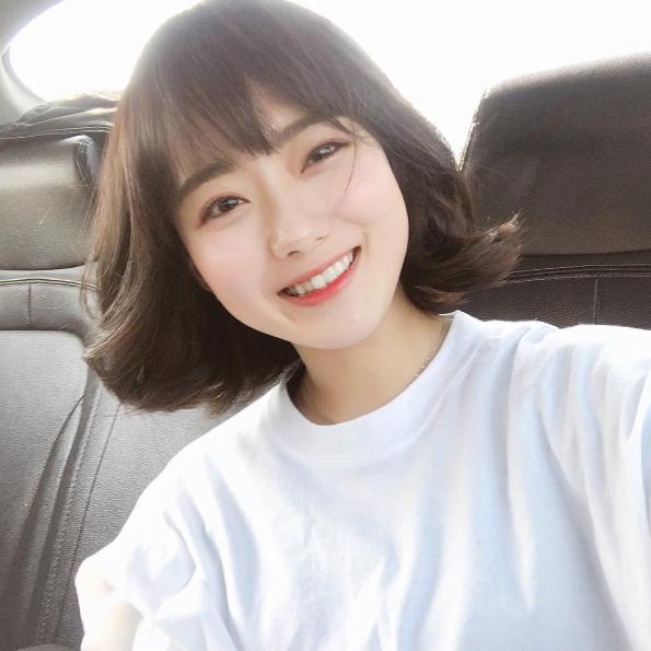 Mẫu tóc ngắn mái thưa cho mặt tròn hót nhất 2018