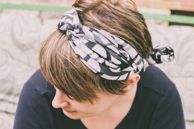 Thay đổi kiểu tóc trong 1 phút chỉ với khăn choàng - Ảnh 1