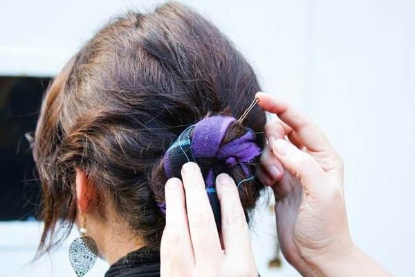 Thay đổi kiểu tóc trong 1 phút chỉ với khăn choàng - Ảnh 5