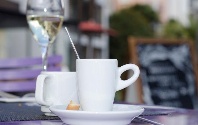 Cận trọng: Sau khi uống rượu đừng dùng cà phê - Ảnh 1