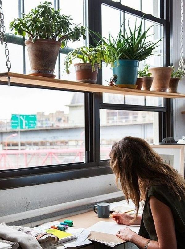 Những cách tận dụng không gian cửa sổ để tạo góc làm việc thoải mái cho nhà hẹp - Ảnh 13.