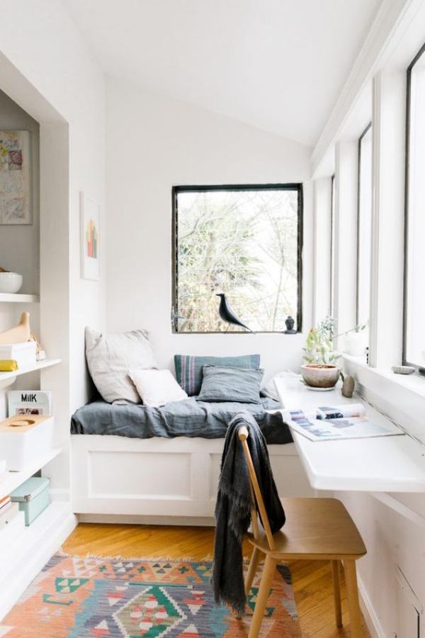 Những cách tận dụng không gian cửa sổ để tạo góc làm việc thoải mái cho nhà hẹp - Ảnh 2.