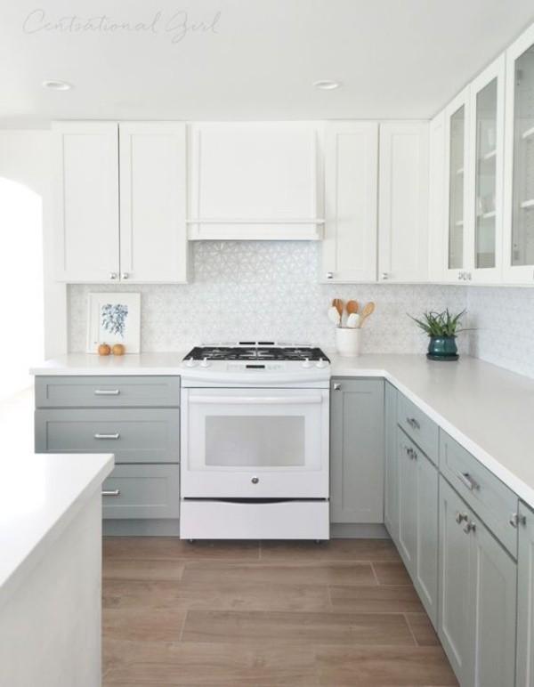Tủ bếp màu ghi xám kết hợp với tủ bếp màu trắng cho không gian đẹp thanh lịch và nền nã.