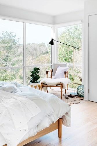 Ngôi nhà dùng kính thay bê tông tinh tế và lãng mạn - Ảnh 4.