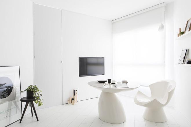 Căn hộ nhỏ hẹp 42m² nhìn rộng thênh thang nhờ sử dụng gam màu trắng tinh khôi - Ảnh 2.
