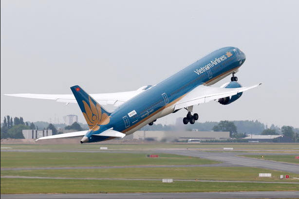 """Chiêm ngưỡng dàn máy bay hiện đại """"múa lượn"""" ở Paris - 2"""