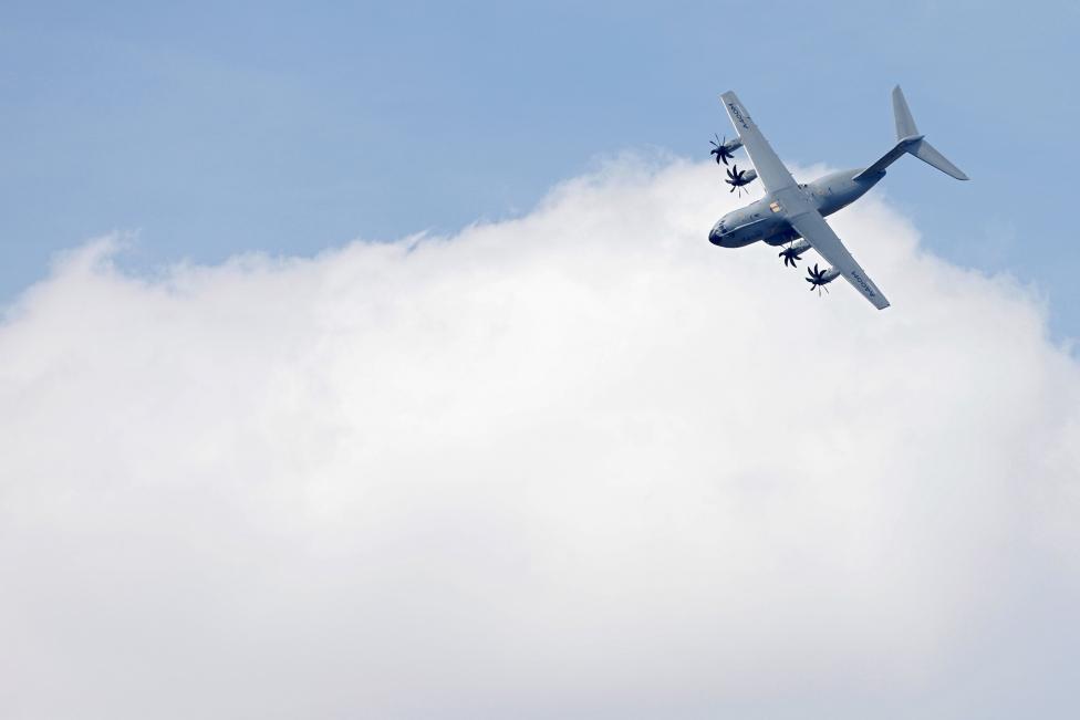 """Chiêm ngưỡng dàn máy bay hiện đại """"múa lượn"""" ở Paris - 8"""