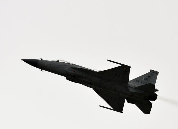 """Chiêm ngưỡng dàn máy bay hiện đại """"múa lượn"""" ở Paris - 9"""