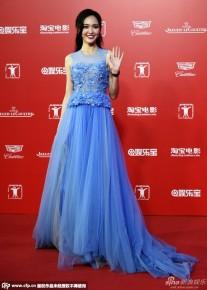 Đường Yên bị chính Elie Saab tố mặc váy nhái của hãng