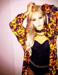 """CL bị mỉa mai là diện quần """"lọt khe"""" trên sân khấu"""