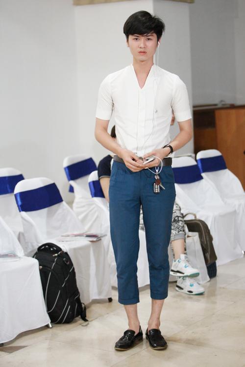 Chàng dân tộc Thái diện áo xuyên thấu dự thi thiết kế - 15