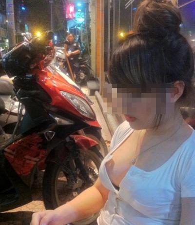 Bạn gái Việt khoe ngực ngày càng dạn dĩ - 3