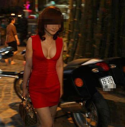 Bạn gái Việt khoe ngực ngày càng dạn dĩ - 8