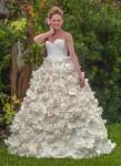 Khó tin áo cưới lộng lẫy từ giấy vệ sinh