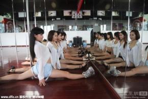Giọt nước mắt của các chân dài theo đuổi nghề múa cột tại Trung Quốc