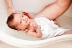 Tại sao bé sơ sinh thường đỏ hỏn và nhăn nheo xấu xí?
