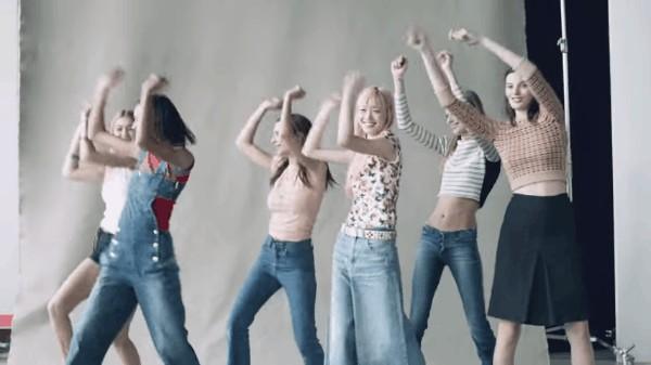 Tuy nhiên, bản chất của một chiếc quần jeans lại phức tạp hơn rất nhiều so  với vẻ ngoài đơn giản của nó. Để có thể tạo ra một chiếc quần jeans, ...
