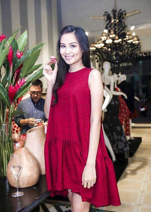 """Học sao Việt cách chọn váy suông để """"giấu nhẹm"""" bụng bầu - ảnh 7"""
