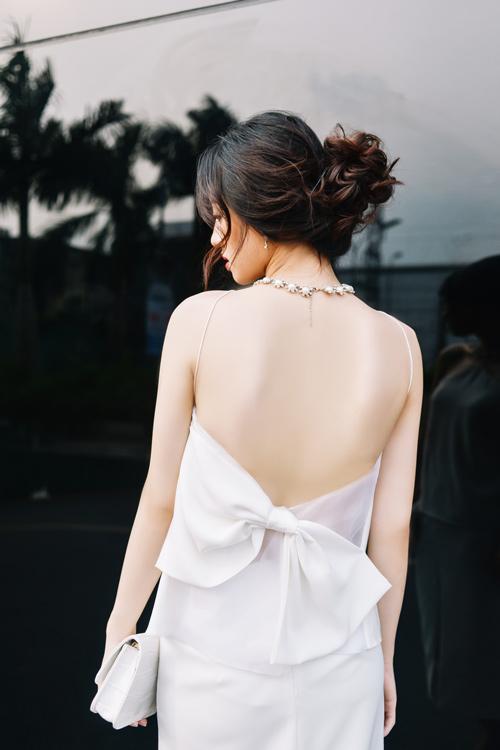 Chọn váy hở lưng để quyến rũ mà không trần tục! - 8