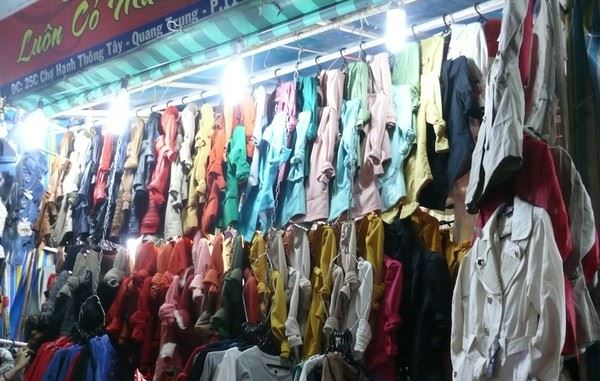 Đi chợ đêm Hạnh Thông Tây săn đồ giá rẻ - 2