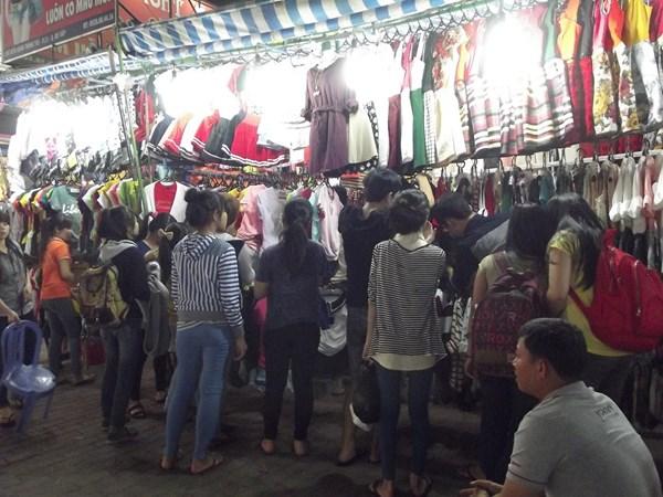 Đi chợ đêm Hạnh Thông Tây săn đồ giá rẻ - 3