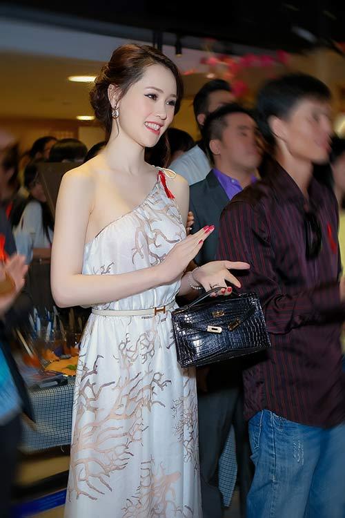 Thái Như Ngọc đẹp ngọt ngào với váy hàng hiệu - 7