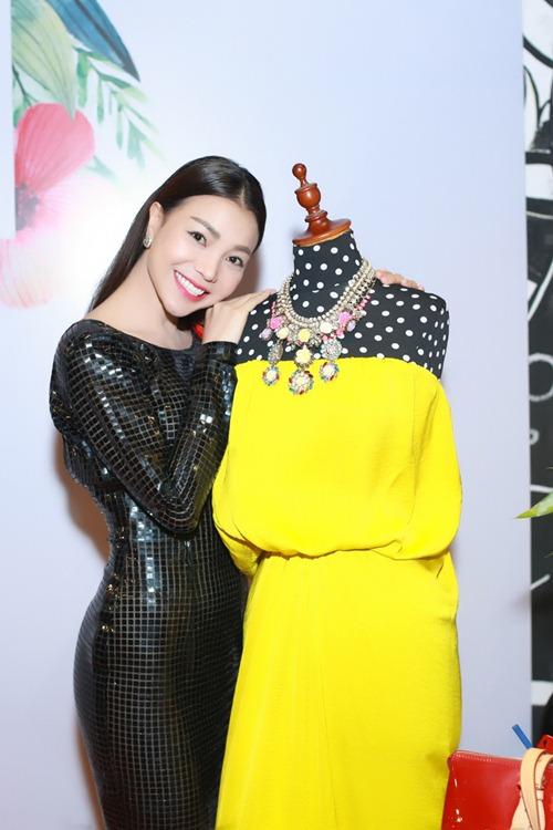 Trà Ngọc Hằng gợi cảm với váy ôm sát dự sự kiện - 5
