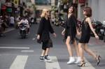 Bộ ba chân dài xinh như hoa trên phố Sài Gòn