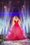 Đinh Ngọc Diệp khoe vòng 1 nõn nà với váy cưới đỏ rực
