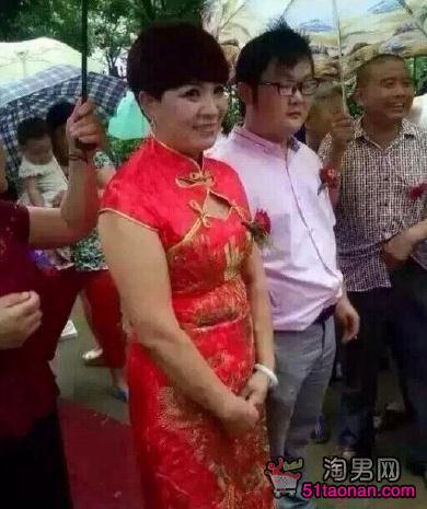 Choáng với đám cưới của chàng 9X và sếp nữ 52 tuổi - 2