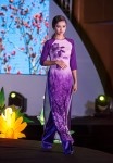 Mẫu lai Việt- Đức 13 tuổi phổng phao trong tà áo dài