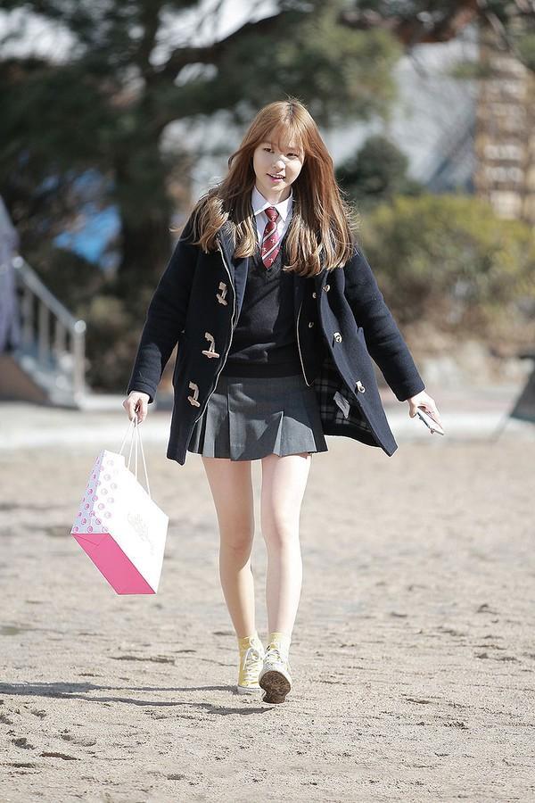 """So sánh cách """"làm điệu"""" với đồng phục đặc trưng của nữ sinh Hàn, Nhật và Việt"""