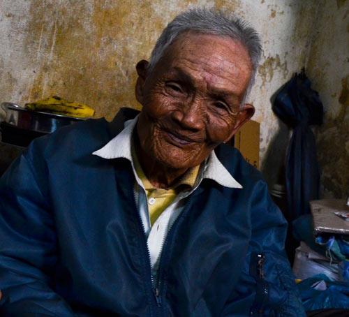 Đôi vợ chồng chung sống 65 năm không đám cưới vì nghèo - 1