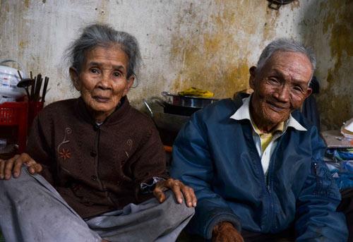 Đôi vợ chồng chung sống 65 năm không đám cưới vì nghèo - 2
