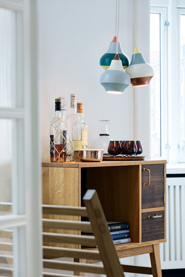 Những thiết kế đèn này rất phù hợp với nhiều không gian khác nhau trong nhà, từ bàn ăn, phòng khách, thư viện, đến phòng ngủ.