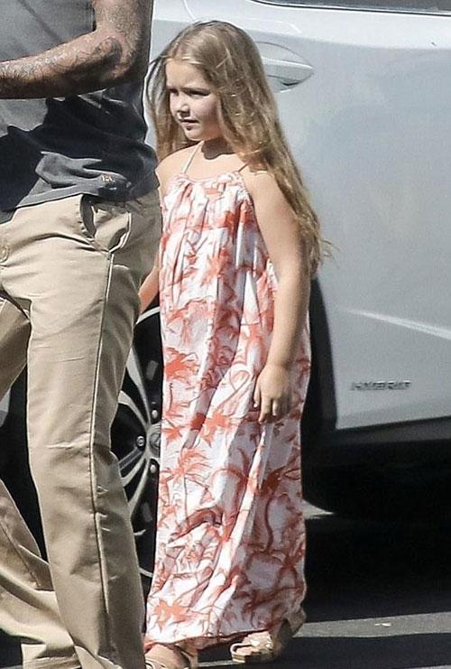 """Đừng mãi gọi Harper Beckham là """"cục thịt tròn xoe"""", cô bé đã là thiếu nữ rồi đấy!"""