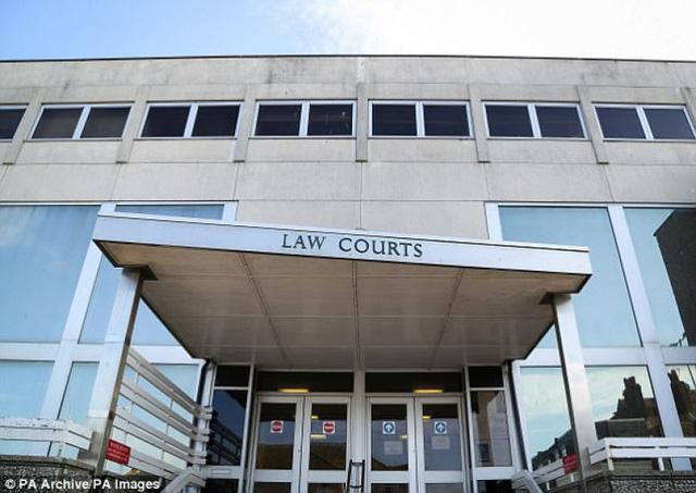 Bé trai 13 tuổi đối mặt án tù vì cưỡng hiếp em gái