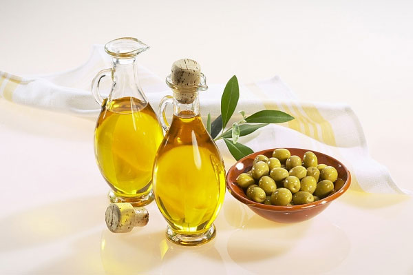 dầu oliu giúp trị mụn