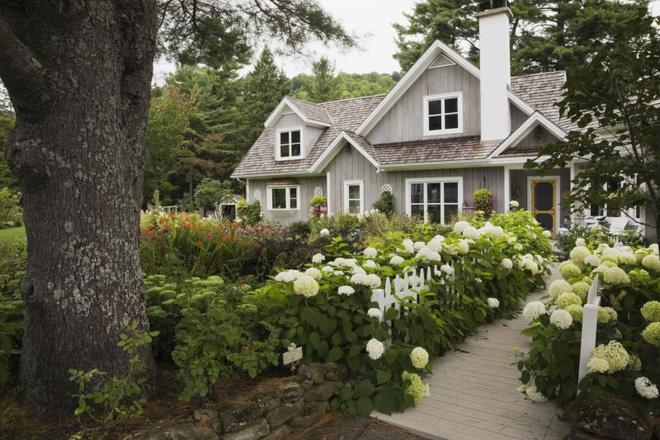 18 cách cực hay mà đơn giản để làm mới sân vườn nhà bạn - Ảnh 11.