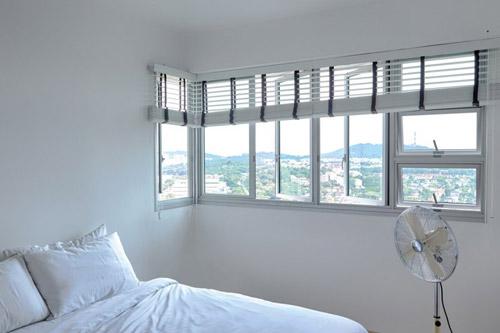 Phòng ngủ được tối giản hóa để tạo cảm giác rộng hơn.
